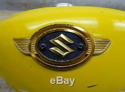1971 Suzuki Ts90 Hustler S877. Réservoir D'essence De Carburant De Gaz Jaune Avec Les Emblèmes D'origine
